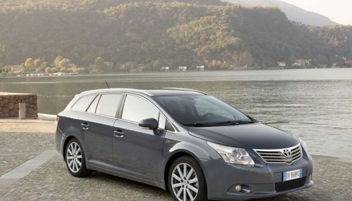 lld toyota avensis sw toyota avensis sw en lld location longue dur e toyota avensis sw. Black Bedroom Furniture Sets. Home Design Ideas